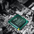 Jak sprawdzić czy procesor pasuje do płyty głównej?